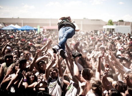 Crowd Surfing-Crowdfunding